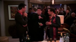 Two and a Half Men 02x18 : It Was Mame, Mom- Seriesaddict